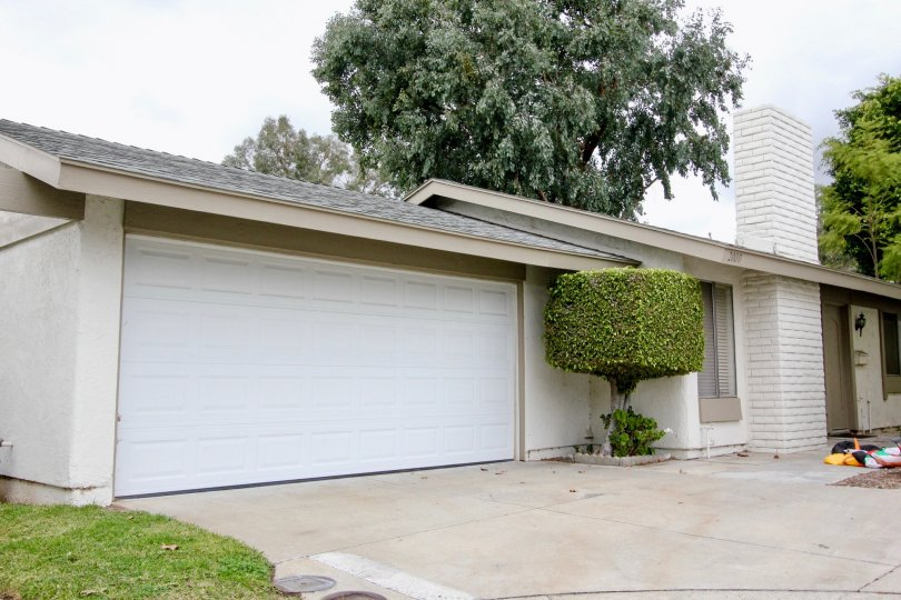 Woodgate Yorba Linda California with neat pillar wall infrastructure and nice painting technology