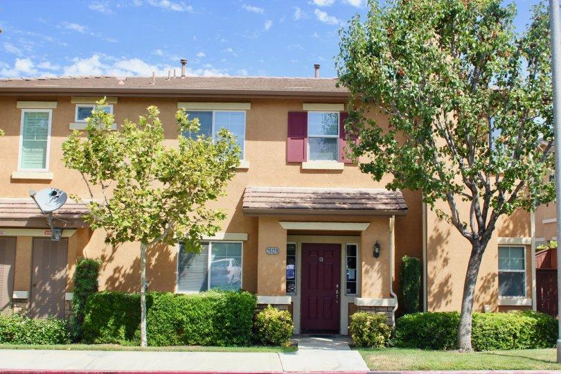 Brown walls and green neighborhood of Villas at Old School House, Murrieta, California