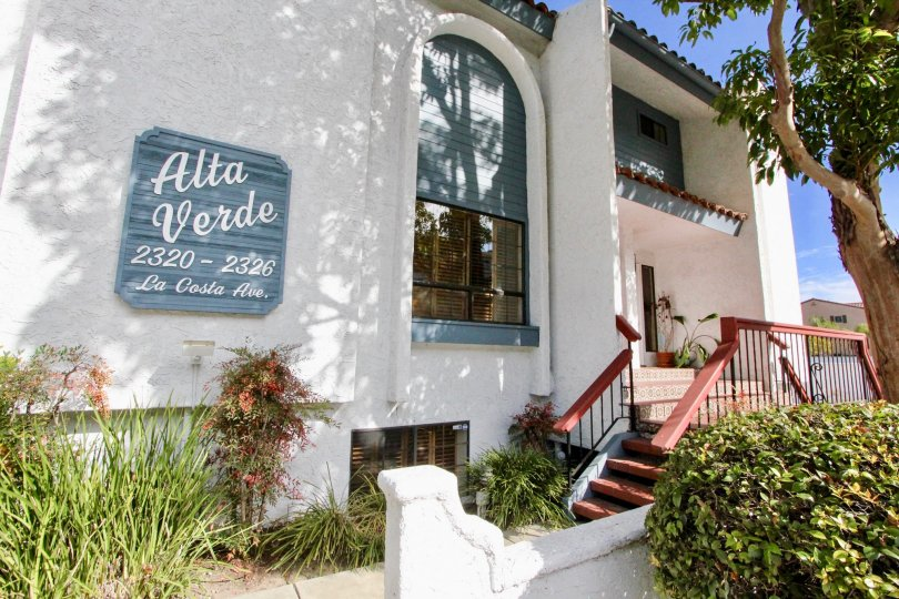 Alta Verde apartment complex located in the beautiful and safe community of Alta Verde