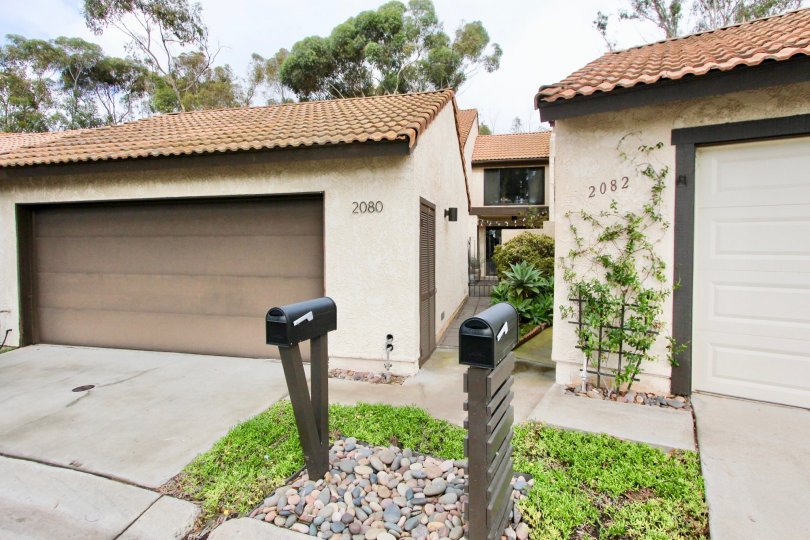 Condominium. Located in a small and quiet property with a nice fully gated and garage