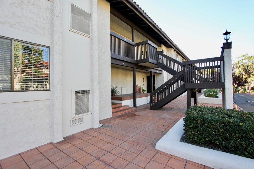 THE HOUSE IN THE LA COSTA RIVIERA WITH THE UPSTAIRS, BALCONI, ATTACHED AC