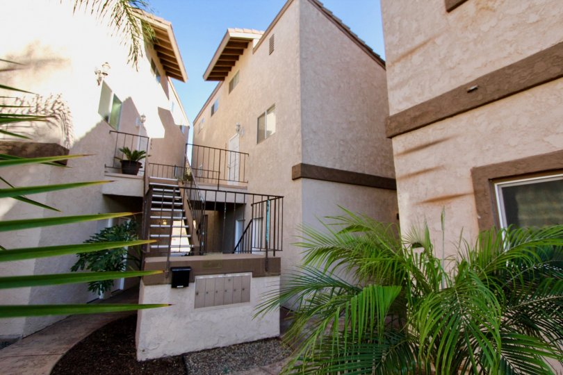 LADO DE LOME IS A TRIANGLE HOUSE OF THE CARLSBAD IN CA