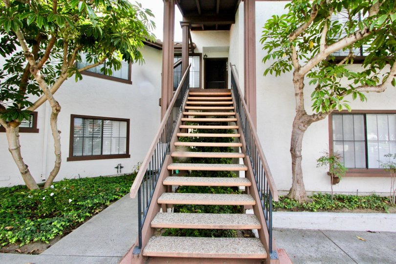 THE APARTMENT IN THE PASEO DE LA COSTA WITH THE UPSTAIRS, PLANTS, TREES, PATHWAY