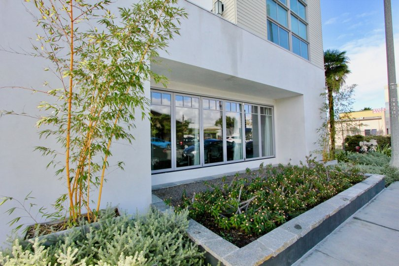 Villa with green garden and glass doors of Railyard Loft of Carlsbad
