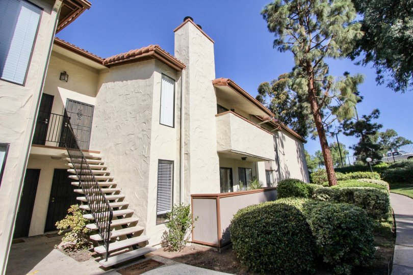 The brentwood Arms Spacious 2 bedroom/1 bathroom apartments with washer/dryer hookups. Kitchen includes the refrigerator, dishwasher, range, and garbage disposal. Rent includes water, sewer, and trash removal. Brentwood will accept up to 2 pets (cats or d