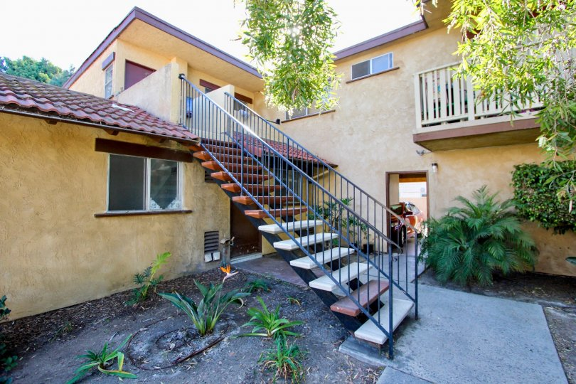 A sunny day in the area of Casa de Moss, stairs, car, garage, balcony, greenery, tree