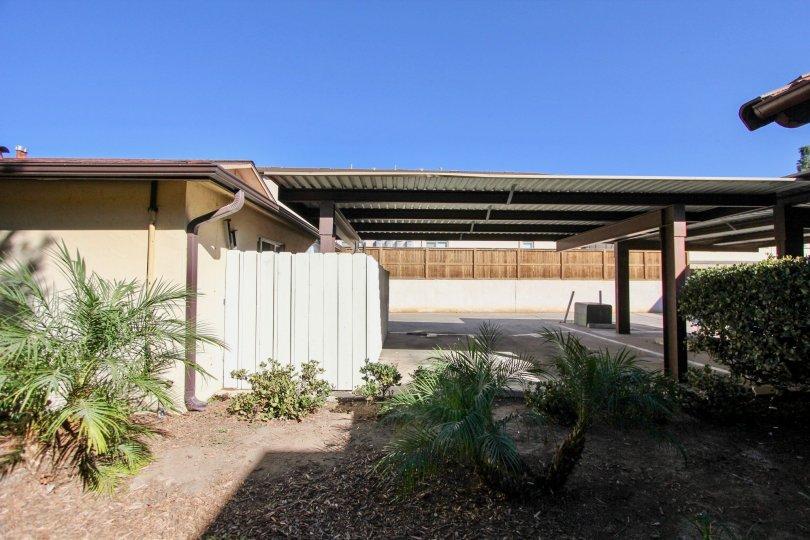 The Casa de Moss apartment had a carport and minimal landscaping