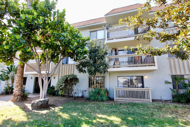Beautiful Whit Fully Gated apartment with balcony Community Newly Remodeled