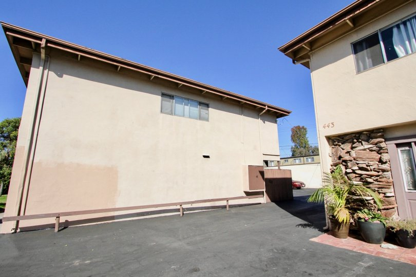 A sunny day and a side view of a building in the Holiday Gardens community in Chula Vista, California.