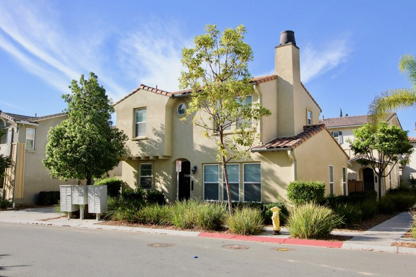 Beautifully upgraded town home in highly sought after community. Close to movie theaters, restaurants