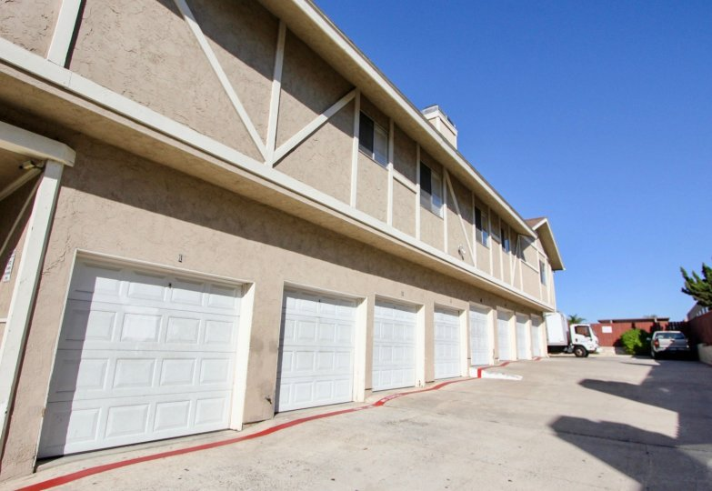 storace bui;ding with plenty of garages to store stuff with a truck moving stuff, this is in Stratford Court, chula vista