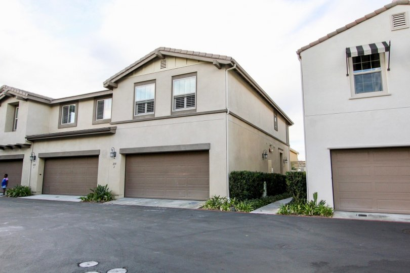 Summit at Eastlake Beautiful 3BR/2. 5BA, this property features a beautiful kitchen with all stainless steel appliances, granite counters, and custom built China Cabinet. The master bathroom features separate tub and shower and his&hers sinks. Attached 2