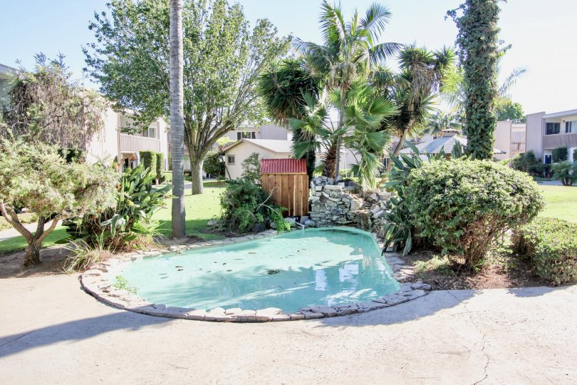 Small wading pool surrounded by apartment buildings in Chula Vista, CA