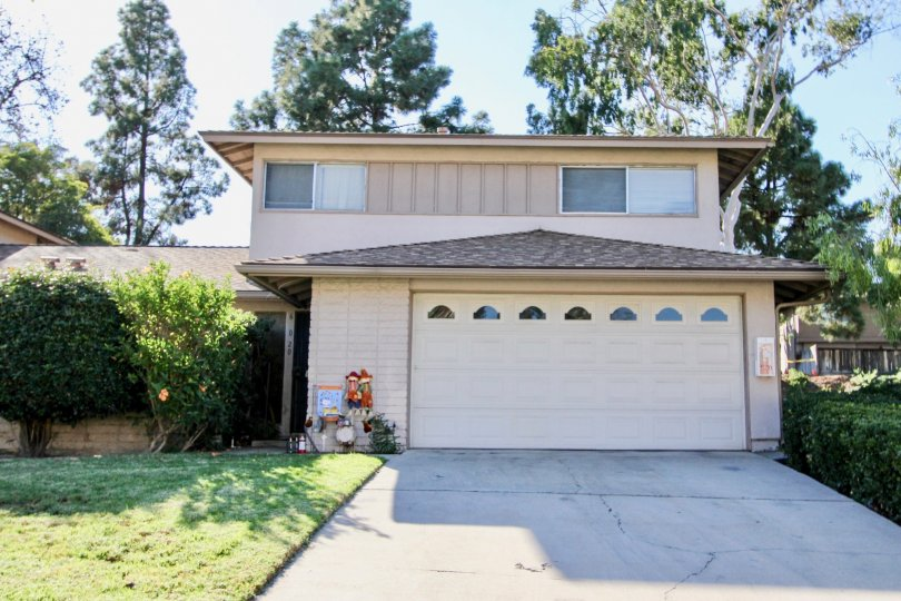 Beautiful house in Windsor Heights, Chula Vista, California. Includes a double bay garage and two floors. Surrounded bt greenary.