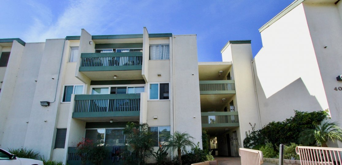 Appartments, large baclonies, well landscaped, nice breezeway, lots of windows
