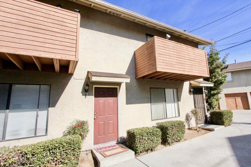 Clairemont 5 ,: Clairemont Mesa ,California,mauve door,blue sky