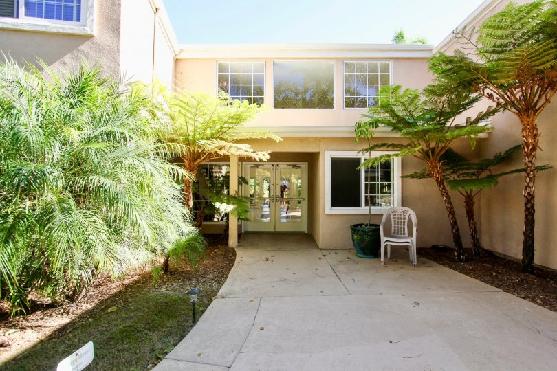 Gorgeous house with palm trees in Carriage House community, College Area California