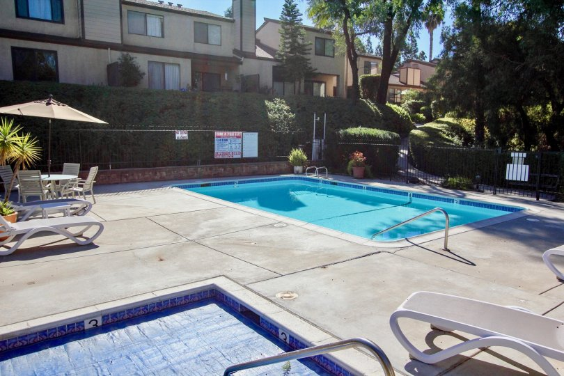 Swimming pool and Jacuzzi at Chateau Marquis in College Area California