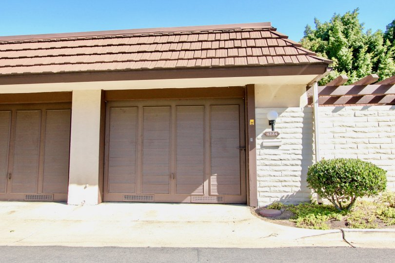 Parkaing garages in a single story building at Collwood Park in College Area California
