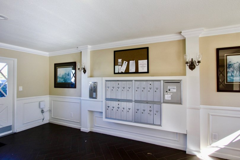 Colonial House  ,College Area  , California, white ceiling,locker