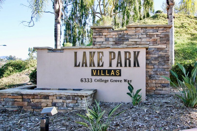 Community sign near entrance in Lake Park Villas in College Area California