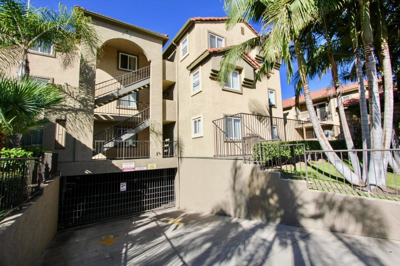 spacious apartments in Menlo Village California, easily accessible parking garage