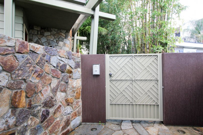 at boundary of a house hold in Bridgend Lanai locality at Coronado, California has wall made of stone.