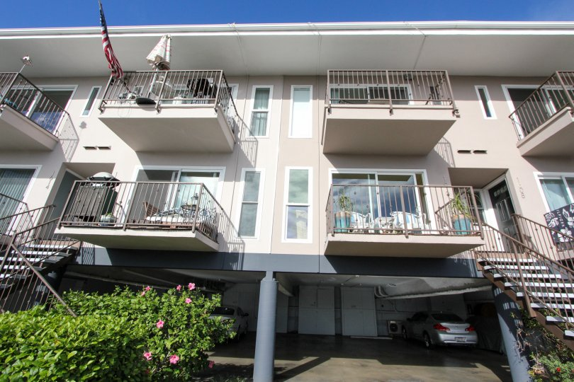 Group house with railing balcony of Glorietta Bay.