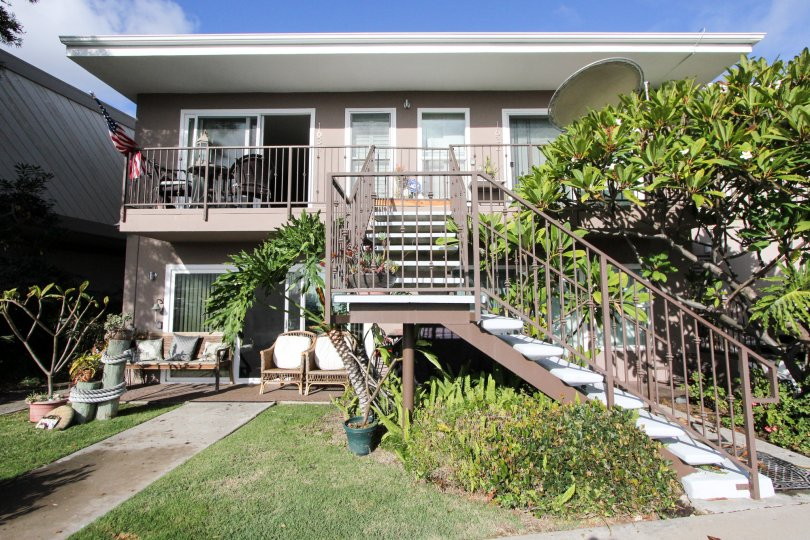 Retro apartment in a beach community. Tropical landscaping.