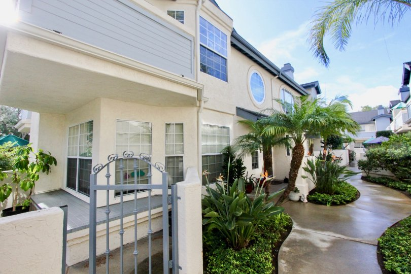 Oxford Park Coronado California house with large garden and apartments