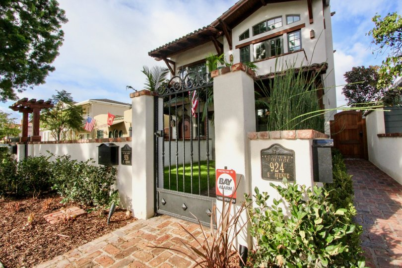Beautiful and gated amazing house in Villas California