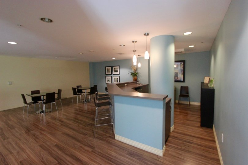 Meeting room with pastel walls with a bar in Alicante near Downtown San Diego, CA
