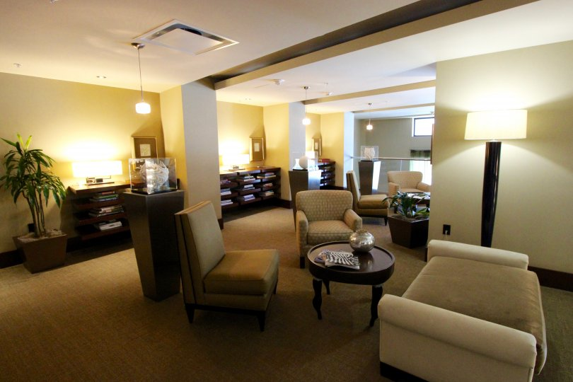 Welcoming common area with tables and chairs for relaxing, meeting friends, or having a drink.