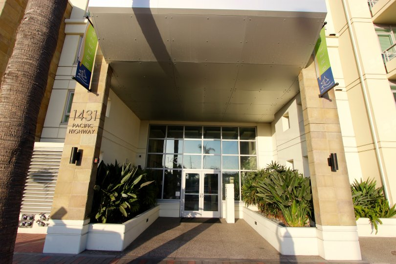 Breeza has a large and inviting entryway flanked by happy greenery; located in Downtown San Diego, California.