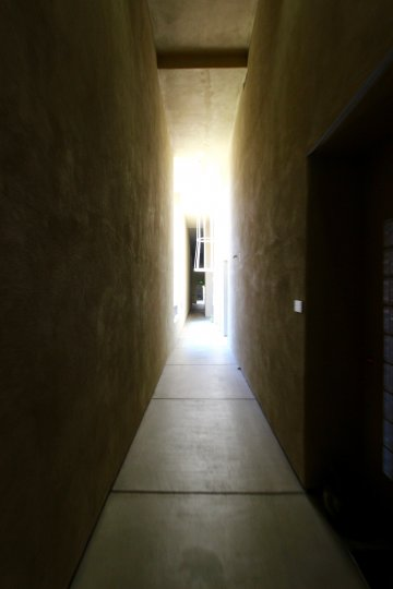 Creepy alley or hallway? Come into the light? What's going on?