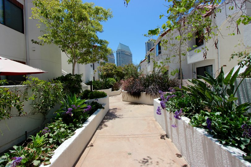 Path through apartment block in Park Row, Downtown San Diego, California