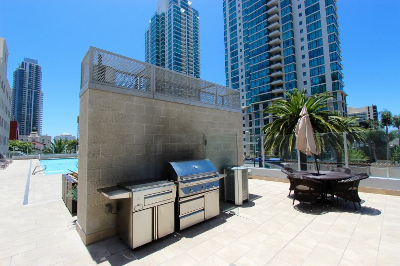 Sapphire Tower, City: Downtown San Diego, road side kitchen and a place to sit