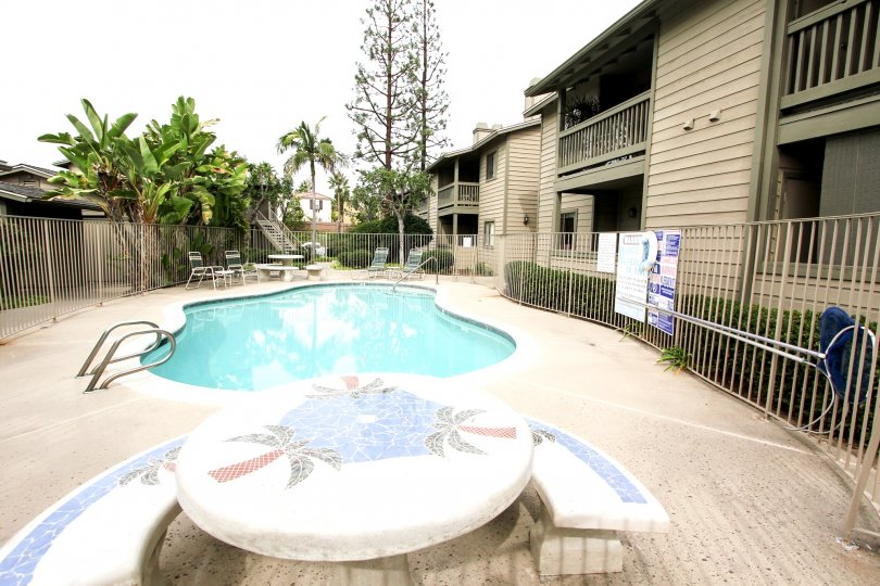A pool with a table with a palm tree design in Broadway Timbers