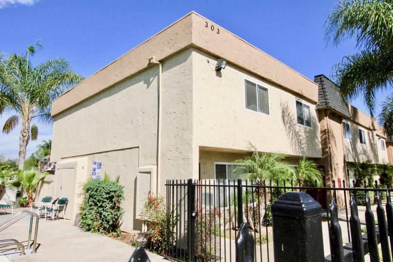 A nice apartment complex with pool in El Cajon, California