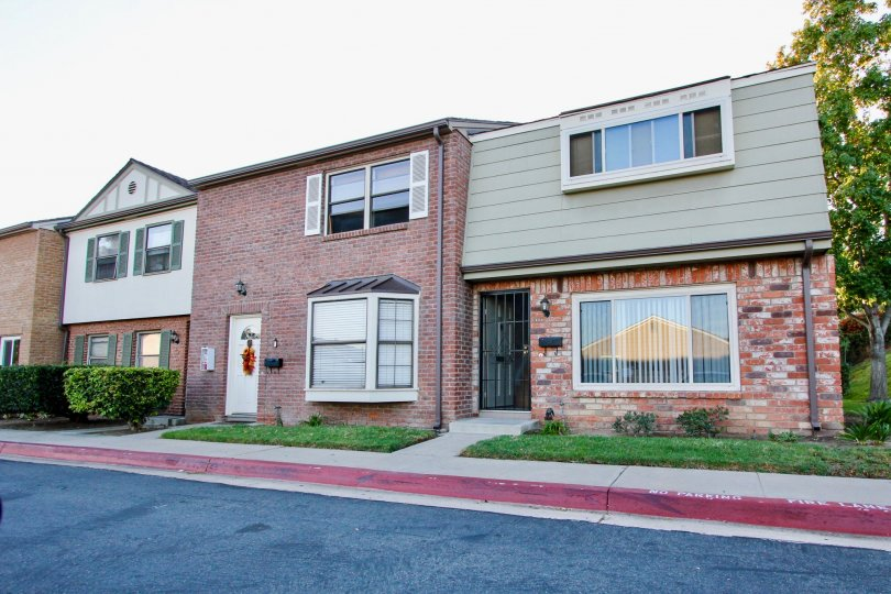A beautiful house in Royal gardens with big windows at El Cajon