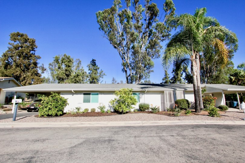 Fairway Parkmost attractive and nice color in this bungalow long aerie and beautiful garden with parking