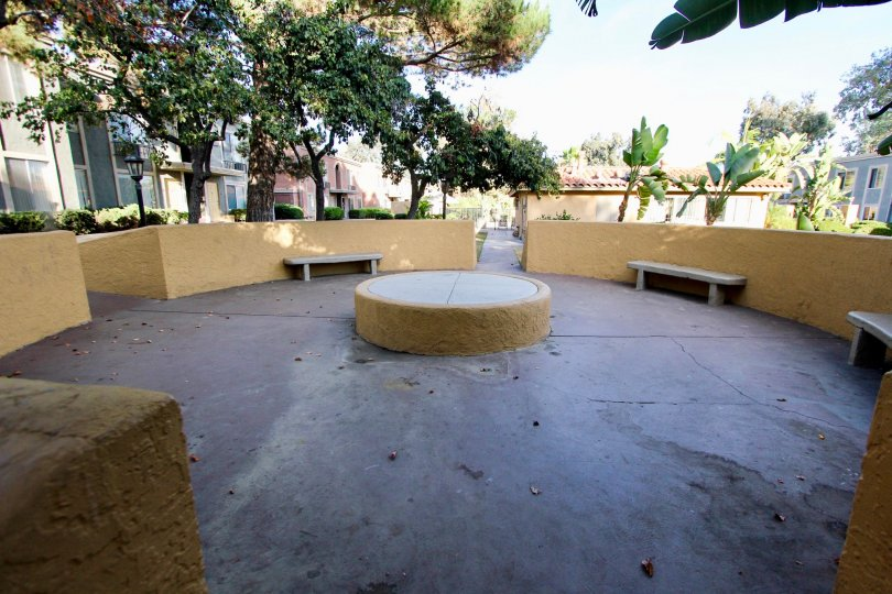 A empty sitting area in a park in Villa La Paz village painted in cream color.