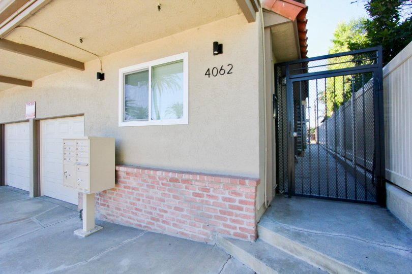 A multi family home in Hillcrest California with ally way and mailbox