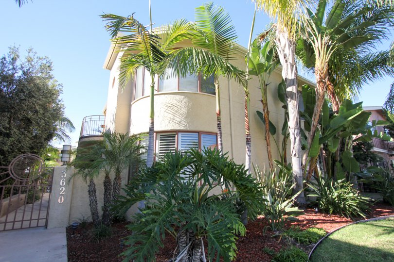 the balboa court is a circle shape house of the hillcrest city in ca