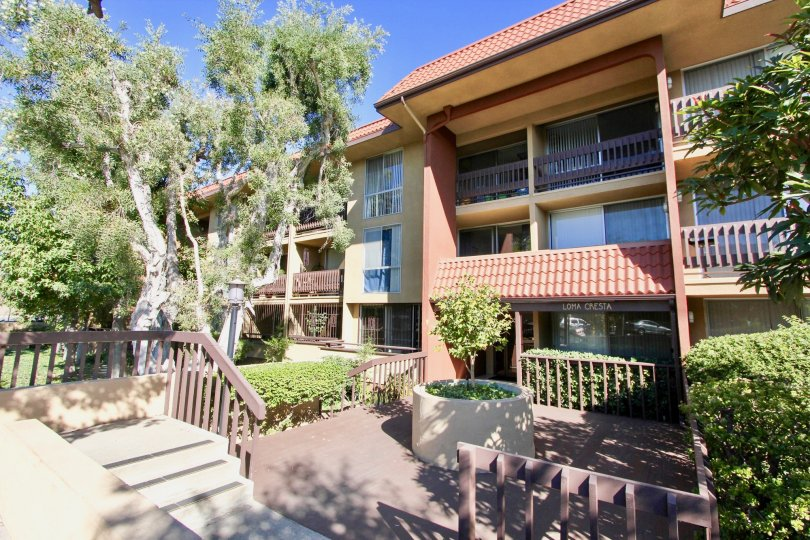 Villa in Loma Cresta has bushes and trees of city Hillcrest