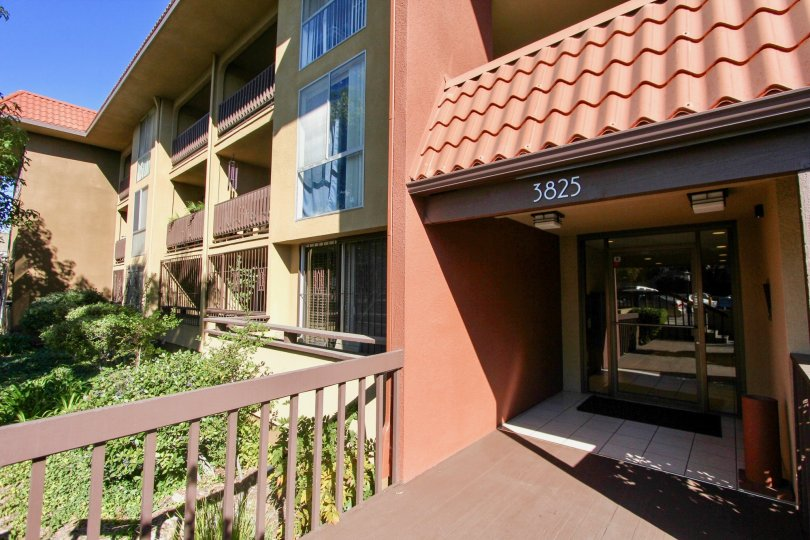 In Roof Coverage to the apartment has number 3825 in Loma Cresta