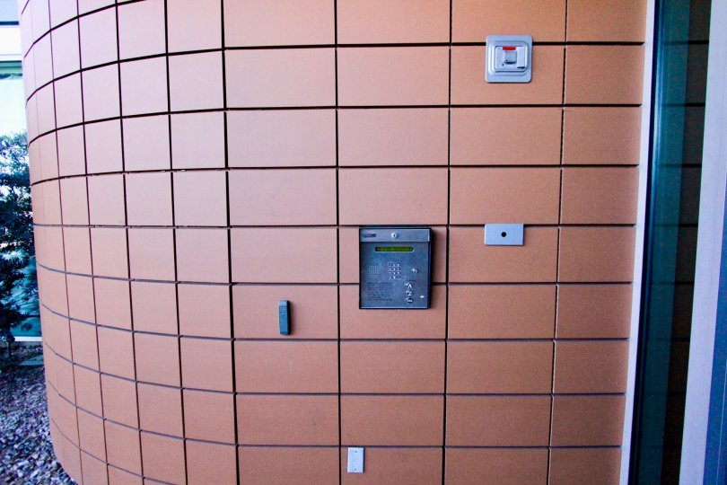 An entrance of a building in the Monde with well designed wall.