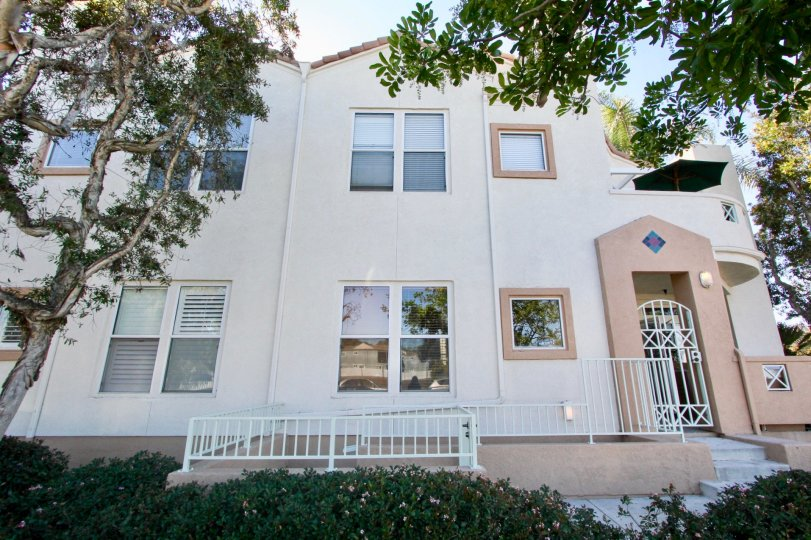 Excellent villa with trees and garden in Uptown Court of Hillcrest