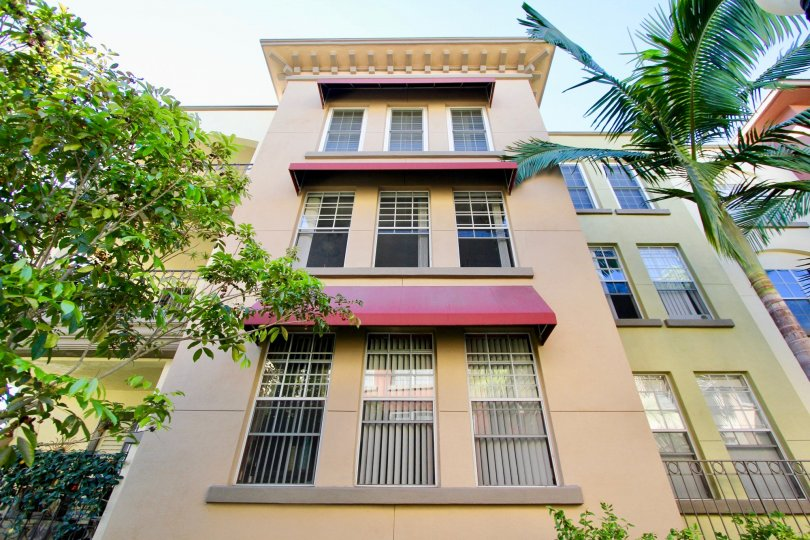 Apartment with palm trees at front with good infrastructure in Uptown District of Hillcrest