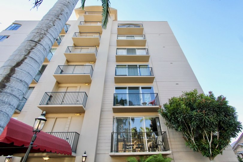 Neat and Might High Rise Apartment in Versailles, Hillcrest, California